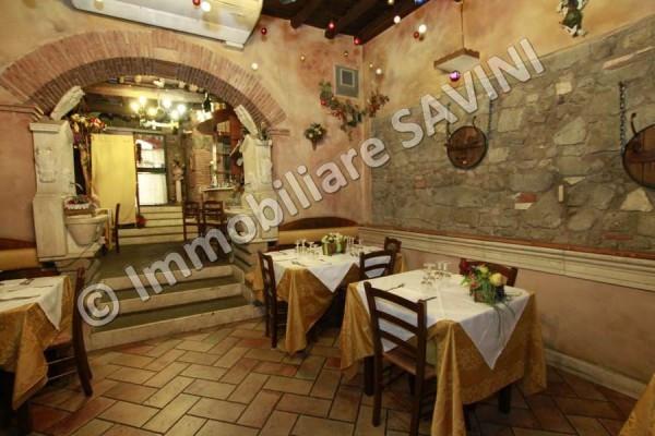 Negozio / Locale in vendita a Genzano di Roma, 3 locali, Trattative riservate | CambioCasa.it