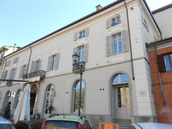 Negozio / Locale in affitto a Chieri, 3 locali, prezzo € 2.500   Cambiocasa.it