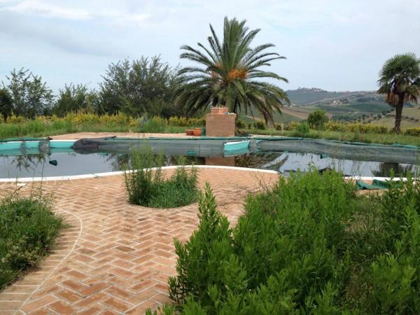 Villa in vendita a Notaresco, 6 locali, prezzo € 900.000 | CambioCasa.it
