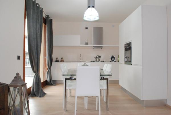Appartamento in vendita a Rodano, 3 locali, prezzo € 389.000 | Cambio Casa.it
