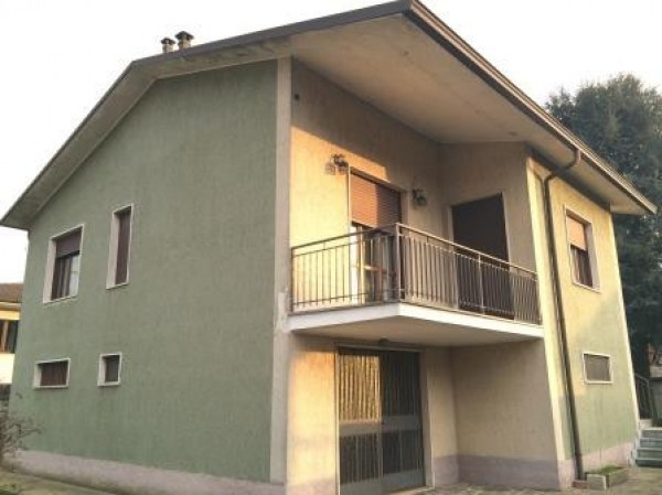 Villa in vendita a Borghetto Lodigiano, 3 locali, prezzo € 220.000   Cambio Casa.it