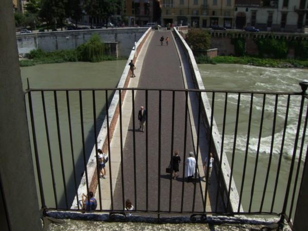 Appartamento in affitto a Verona, 4 locali, zona Zona: 2 . Veronetta, prezzo € 2.300 | Cambio Casa.it