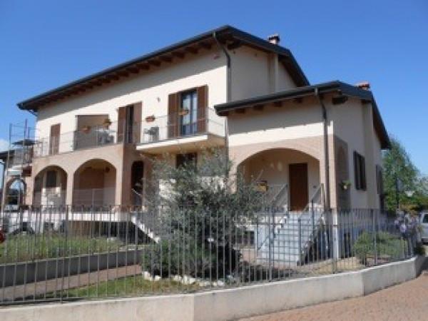 Villa in vendita a Pavia, 5 locali, prezzo € 650.000 | CambioCasa.it