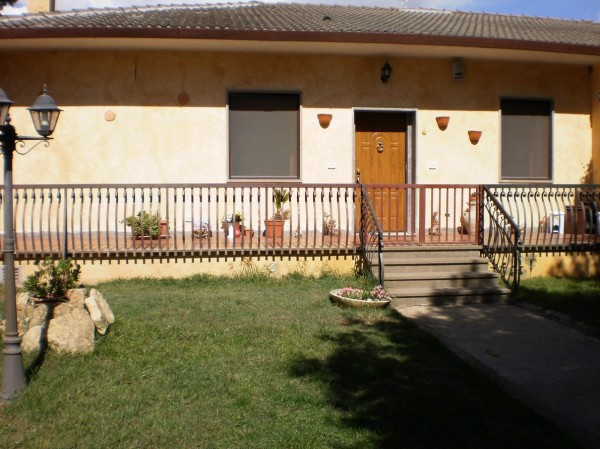 Villa in vendita a Latina, 4 locali, prezzo € 195.000 | CambioCasa.it