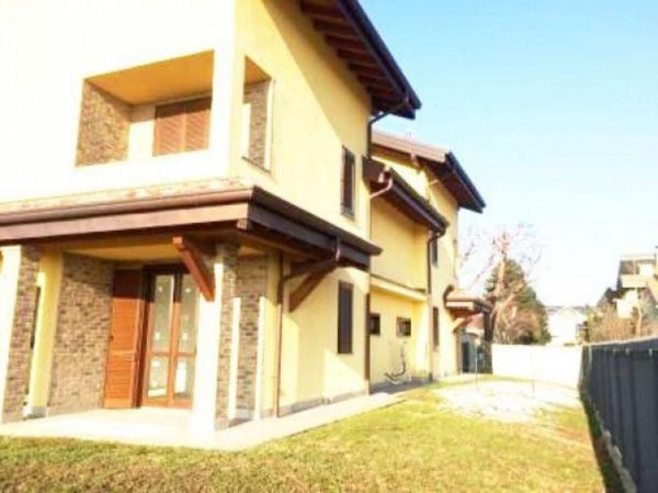 Villa in vendita a Uboldo, 4 locali, prezzo € 340.000 | Cambio Casa.it
