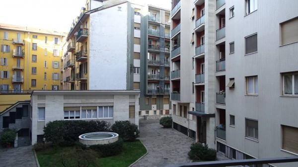 Bilocale Milano Via Montecatini 1