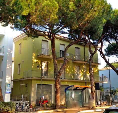 Palazzo / Stabile in vendita a Cesenatico, 6 locali, prezzo € 640.000 | CambioCasa.it