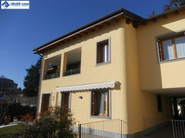 Appartamento in vendita a Carate Brianza, 3 locali, prezzo € 330.000   Cambiocasa.it