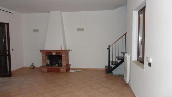Villa in vendita a Rignano Flaminio, 5 locali, prezzo € 198.000 | Cambio Casa.it