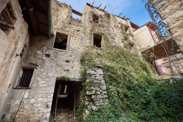 Soluzione Indipendente in vendita a Brenzone, 6 locali, prezzo € 85.000 | Cambio Casa.it