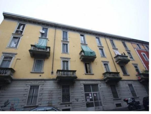Bilocale Milano Via Bernardino Verro 7