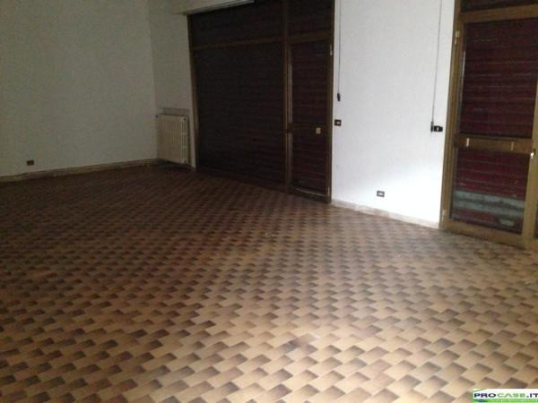 Negozio / Locale in vendita a Solaro, 1 locali, prezzo € 90.000 | Cambio Casa.it