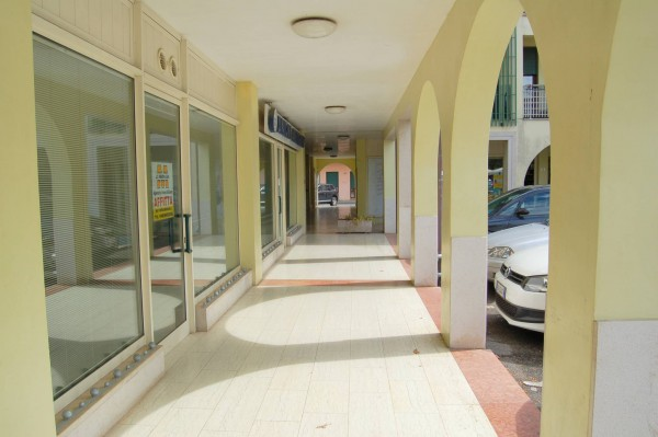 Negozio / Locale in affitto a Carmignano di Brenta, 2 locali, prezzo € 650 | Cambio Casa.it