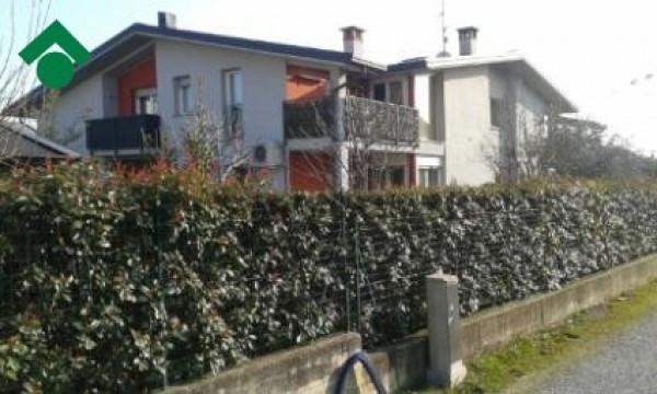 Bilocale Carugo Via Marconi, 21 2