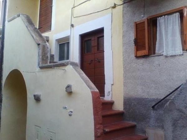 Appartamento in vendita a Rocca Pia, 3 locali, prezzo € 63.500 | Cambio Casa.it