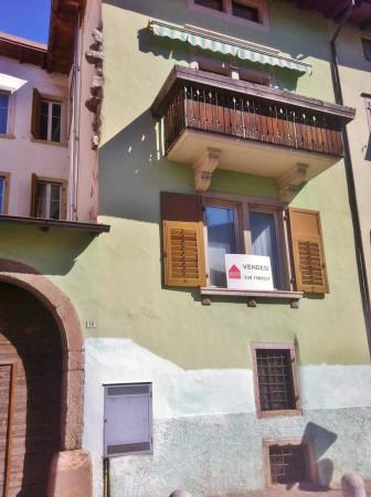 Bilocale Vezzano Via Dante 8