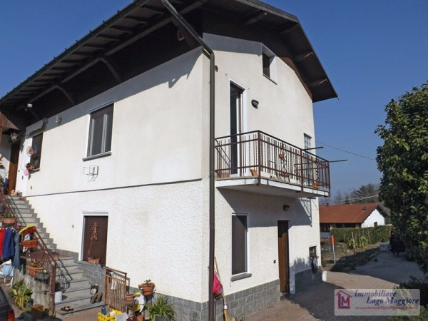 Appartamento in vendita a Leggiuno, 3 locali, prezzo € 140.000 | Cambio Casa.it
