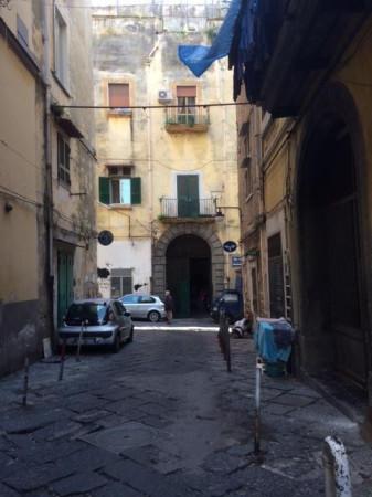 Bilocale Napoli Via Cedronio 1