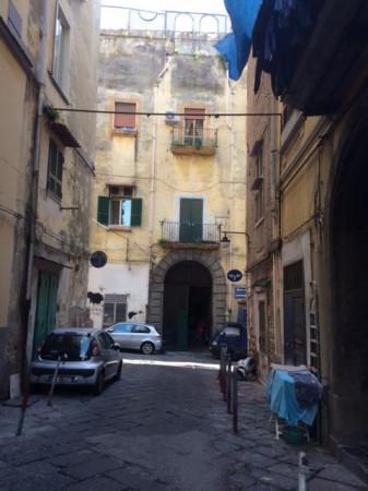 Bilocale Napoli Via Cedronio 2