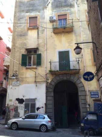 Bilocale Napoli Via Cedronio 3