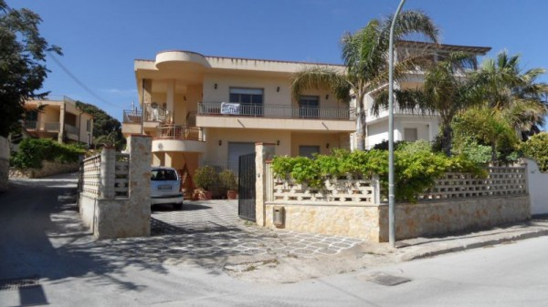 Appartamento in Affitto a Menfi: 3 locali, 120 mq