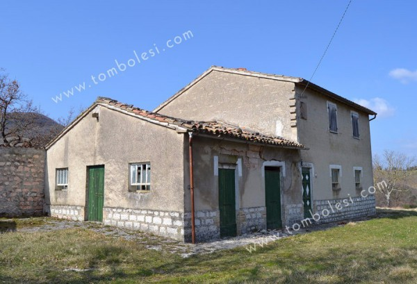 Rustico / Casale in vendita a Cagli, 6 locali, prezzo € 198.000 | CambioCasa.it
