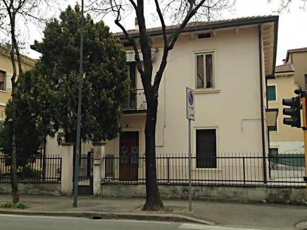 Villa in vendita a Verona, 6 locali, zona Zona: 4 . Saval - Borgo Milano - Chievo, prezzo € 450.000 | Cambio Casa.it