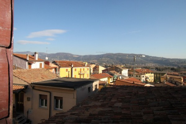 Rustico / Casale in vendita a Verona, 6 locali, zona Zona: 7 . Mizzole - Montorio - Quinto - Santa Maria in Stelle, prezzo € 150.000 | Cambio Casa.it