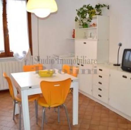 Appartamento in vendita a Montignoso, 9999 locali, prezzo € 250.000 | Cambio Casa.it