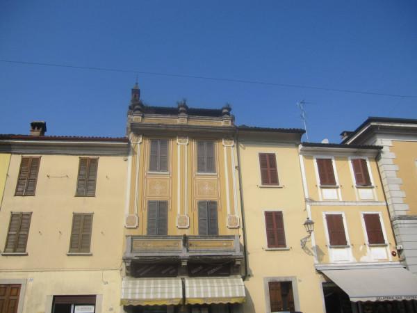 Palazzo / Stabile in vendita a San Colombano al Lambro, 6 locali, prezzo € 290.000 | Cambio Casa.it