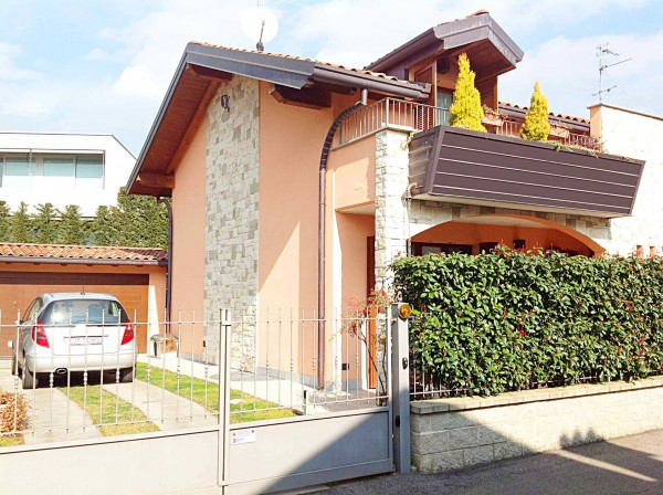 Bilocale Tradate Via Ruggero Leoncavallo 3