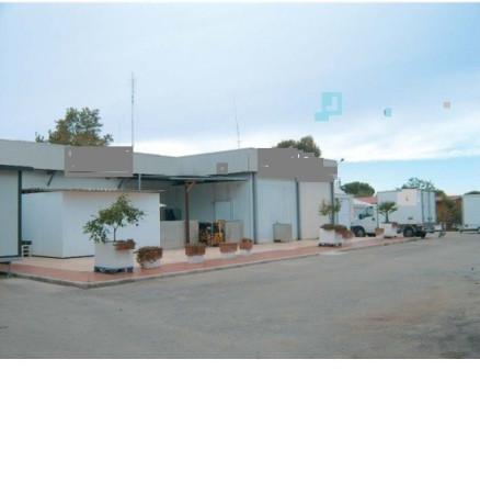 Capannone in vendita a Latina, 6 locali, prezzo € 190.000 | Cambio Casa.it