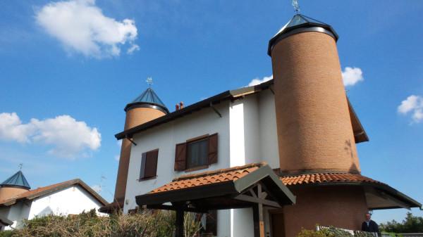 Villa in vendita a Gallarate, 4 locali, prezzo € 315.000 | Cambio Casa.it