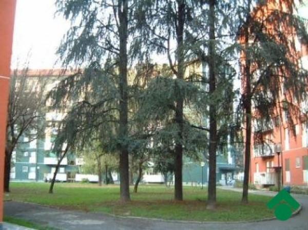 Bilocale Milano Via Romualdo Bonfadini 2