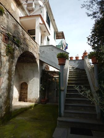 Palazzo-stabile  in Vendita a Sorrento