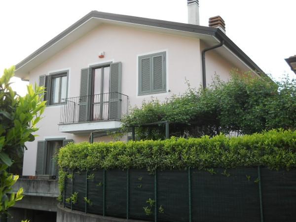 Villa in vendita a Origgio, 6 locali, prezzo € 459.000 | CambioCasa.it