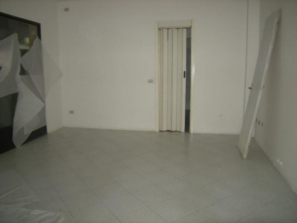 Negozio-locale in Affitto a Correggio Centro: 50 mq