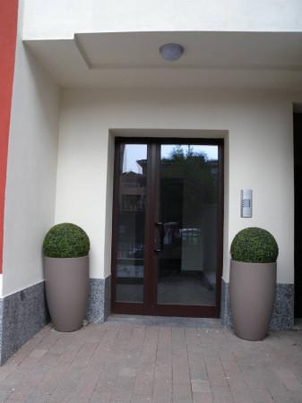 Bilocale Milano Via Luigi Manzotti 2