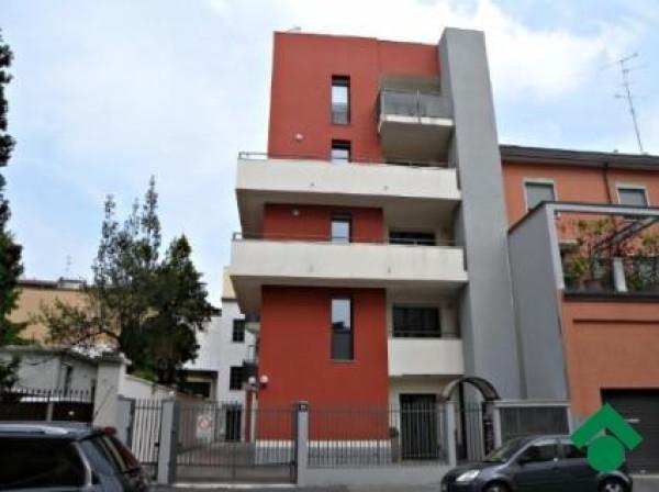 Bilocale Milano Via Luigi Manzotti 4