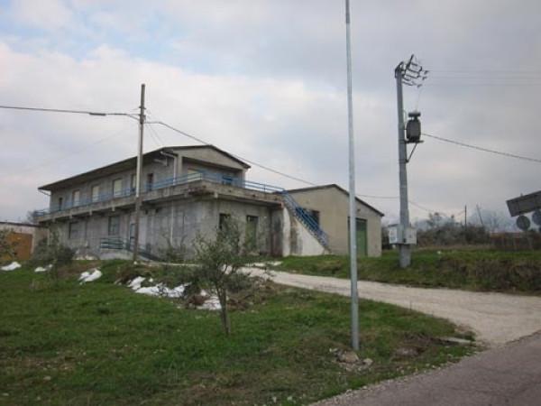 Capannone in vendita a Colledara, 6 locali, prezzo € 88.000 | Cambio Casa.it