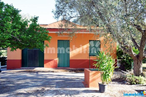 Villa in vendita a Oria, 4 locali, prezzo € 67.000 | Cambio Casa.it