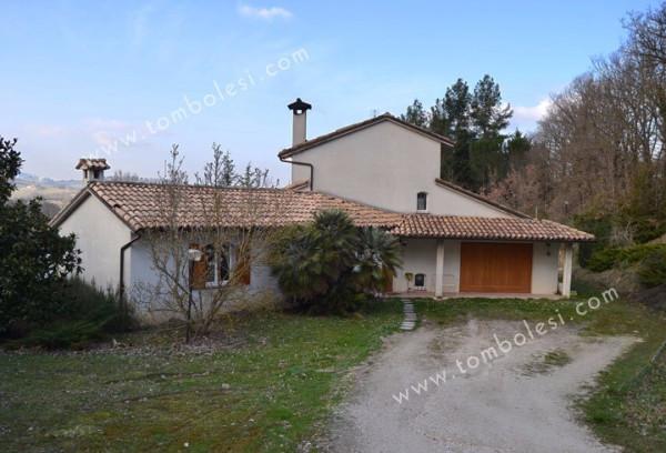 Villa in vendita a Fabriano, 6 locali, prezzo € 550.000 | Cambio Casa.it