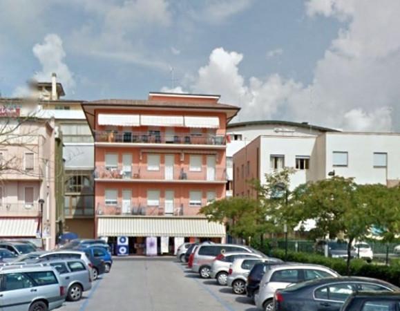 Bilocale Caorle Piazza Alcide De Gasperi 1