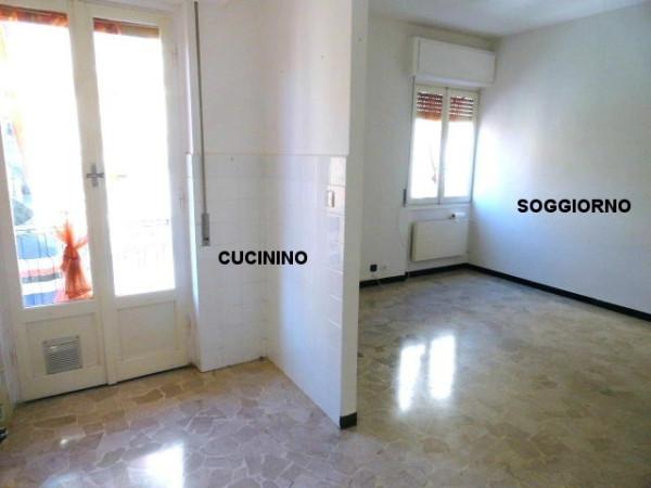 Bilocale Genova Via Pasquale Berghini 1