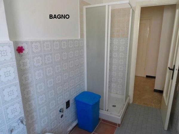 Bilocale Genova Via Pasquale Berghini 12