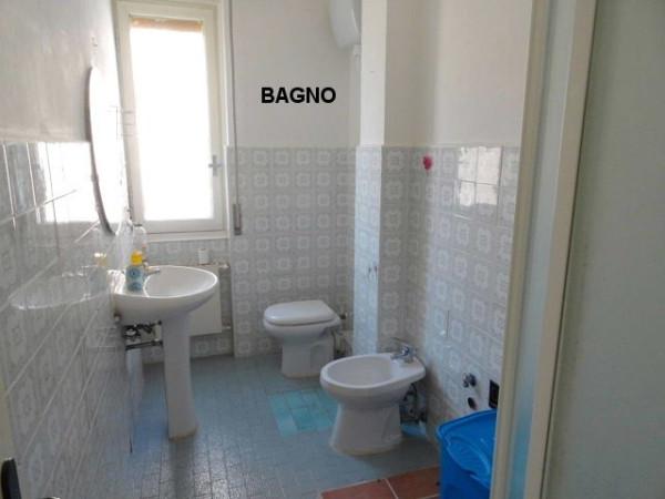 Bilocale Genova Via Pasquale Berghini 8
