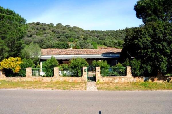 Villa in vendita a Loiri Porto San Paolo, 4 locali, prezzo € 395.000 | CambioCasa.it
