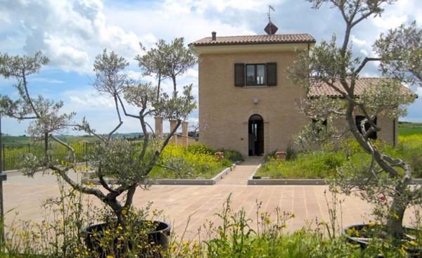 Villa in vendita a Recanati, 6 locali, prezzo € 550.000 | Cambio Casa.it
