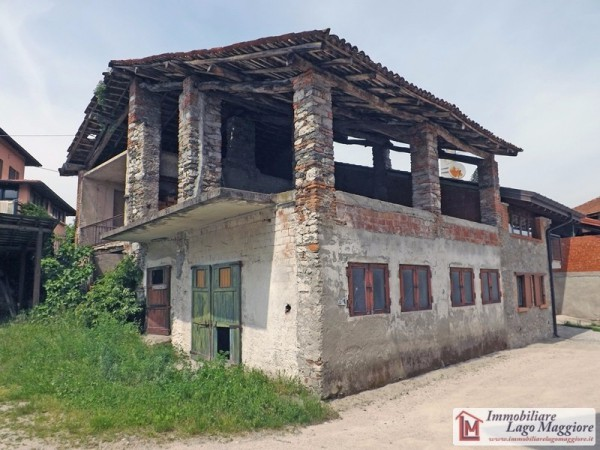 Rustico / Casale in vendita a Travedona-Monate, 6 locali, prezzo € 60.000 | Cambio Casa.it