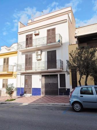 Appartamento in vendita a Terrasini, 5 locali, prezzo € 275.000 | Cambio Casa.it